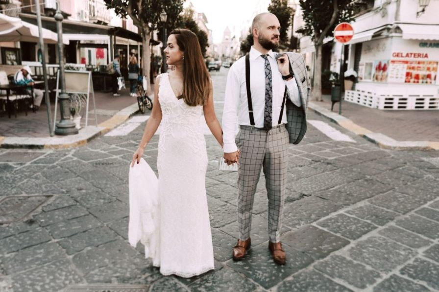 Bride and groom stay in the middle of lipari.